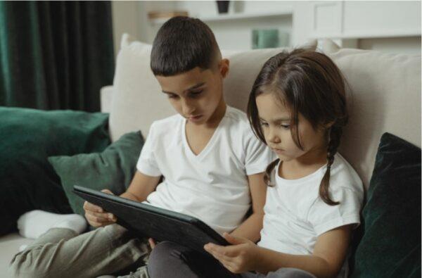children reading ebook
